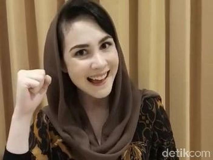 Arumi Bachsin beri semangat pelajar SD yang ujian