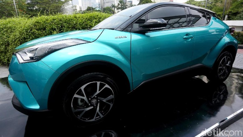 Toyota meluncurkan C-HR hybrid di Jakarta, Senin (22/4/2019) Foto: Agung Pambudhy