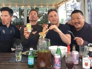 Gaya Seru Hulk, Mark Ruffalo Saat Masak hingga Ngopi