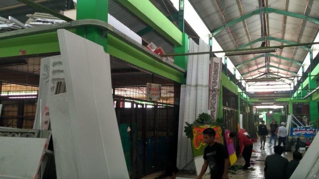 Denyut Pasar Bunga yang Kebanjiran Order Ucapan Selamat buat Capres