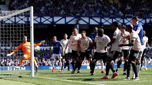 Manchester United dipermalukan di markas Everton.