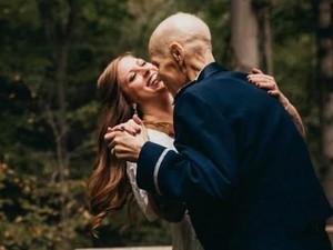 Mengharukan, Calon Pengantin Buat Foto Prewedding dengan Ayah yang Sakit