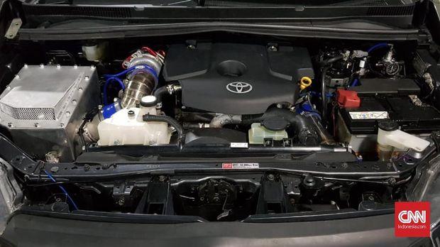 Menjadi mobil idaman yang cocok mengankut keluarga, Toyota Innova justru dikoprek untik menjadi lebih cepat. Sektor mesin diutak-atik agar mesin menjadi 'buas' dari sebelumnya.