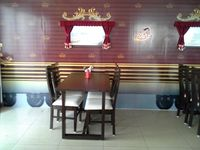 Tuut..tuut! Pizza di Restoran Ini Disajikan Lewat Kereta Mainan
