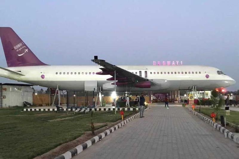 Inilah Runway 1, sebuah restoran yang menggunakan Airbus A320. Letaknya berada di Haryana, India (Runway 1)