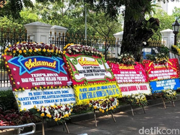 Karangan Bunga Untuk Jokowi Ma Ruf Terus Datang Ke Istana