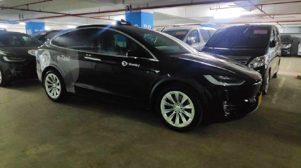 Tesla Model X Resmi Jadi Taksi Blue Bird