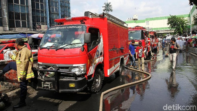 Ditinggal Sopir ke Toilet, Mobil Damkar di Pos Sunter Hilang
