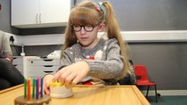 Kisah Gadis Tuli yang Bisa Bicara Aku Sayang Papa Usai Operasi Otak