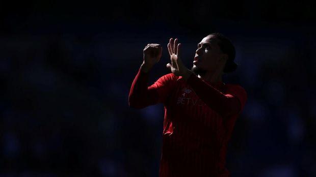 Virgil van Dijk membuat lini belakang Liverpool jauh lebih solid.