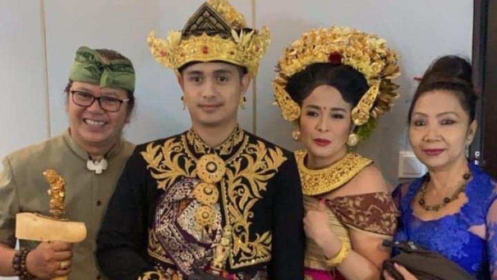 Jennifer Puji Ketampanan Ajun Perwira Pakai Baju Pengantin Khas Bali
