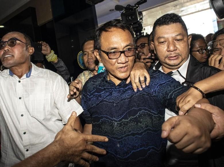 Setelah Bercuit Setan Gundul, Andi Arief Kini Bicara Sumbu Pendek