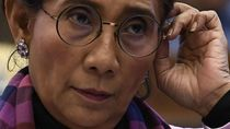 Piawainya Menteri Susi Jadi Pemimpin Catwalk Para Duta Besar