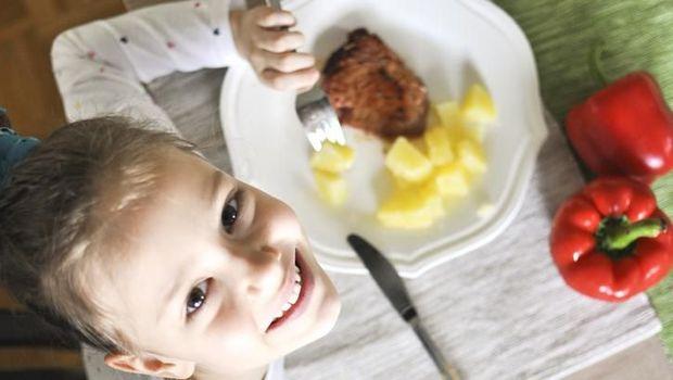 Agar Anak Doyan Makan Ikan, Siasati dengan Cara Ini