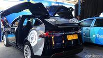 Berapa Tarif Naik Taksi Listrik Tesla Bluebird?