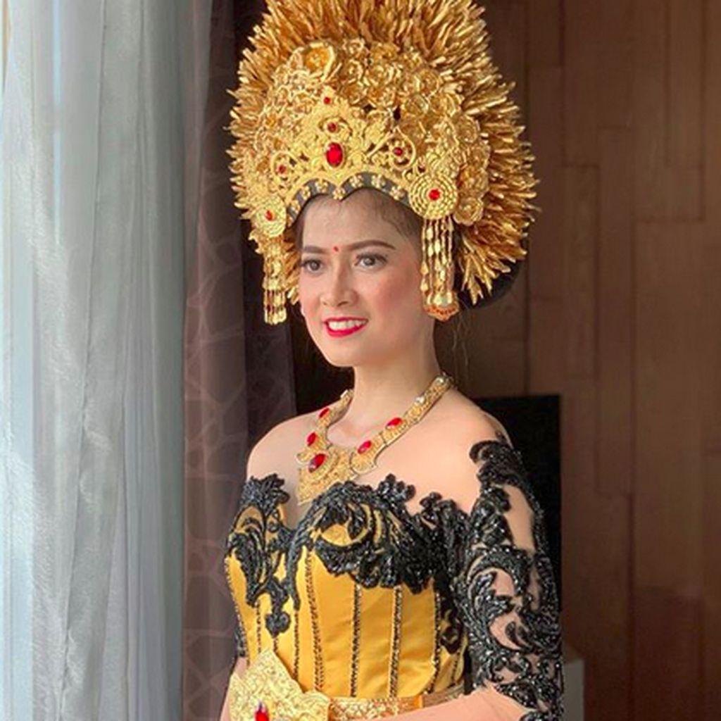 Kenakan Baju Pengantin Khas Bali, Chika Jessica Nggak Sabar Pengin Nikah