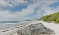 Pulau Henderson yang sejatinya indah (Google Maps)