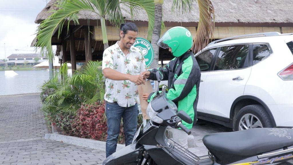 Chicco Jerikho Jalan-jalan ke Bali Sambil Icip-icip Kuliner Hits-nya
