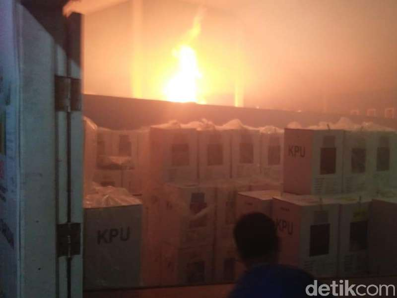 Gudang KPU Terbakar, Bupati Pesisir Selatan: Jangan Pikir Macam-macam