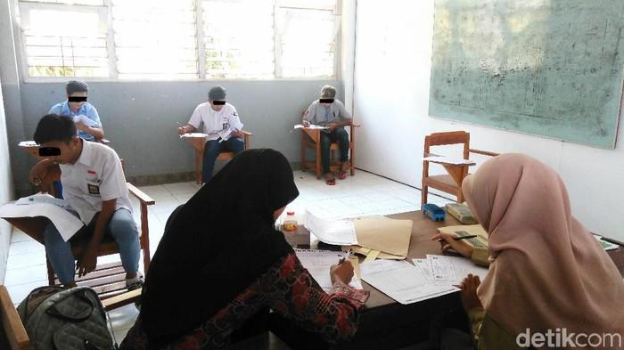 Peserta Ujian Nasional SD di LPKA Kutoarjo. Foto: Rinto Heksantoro/detikcom