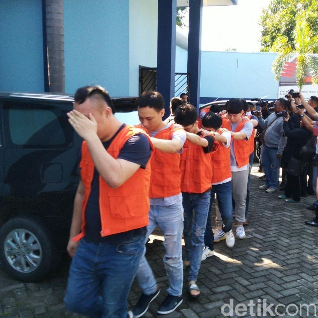 Kemenkumham Buru Pembawa 28 Paspor WN China yang Dibekuk di Semarang