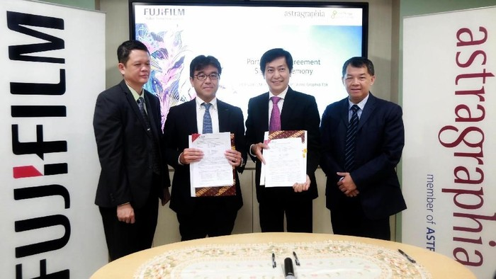 PT Fujifilm Indonesia (Fujifilm) secara resmi menunjuk distributor untuk lini bisnis divisi Graphic System kepada PT Astra Graphia Tbk (Astragraphia).  Penambahan lini produk digital offset berteknologi inkjet, Astragraphia bersama Fujifilm berharap mampu memperluas penetrasi di industri cetak di Indonesia.