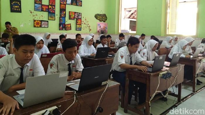 UNBK SMP di Kota Mojokerto/Foto: Enggran Eko Budianto