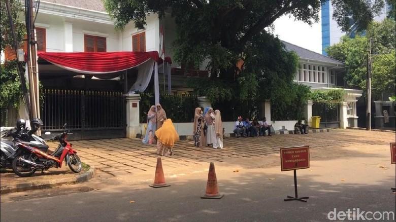 Bersih dari Karangan Bunga, Begini Situasi di Rumah Prabowo
