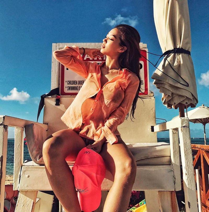 Dibalik kesibukan syuting, Kim Hee Jong tak lupa untuk liburan. Waktu liburan favoritnya tentu saja musim panas. (kimheebibi/Instagram)