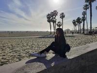 Setelah mereka tampil, mereka pun menikmati destinasi wisata di California. Salah satu tempat yang mereka kunjungi adalah Santa Monica Beach. (lalalalisa_m/Instagram)