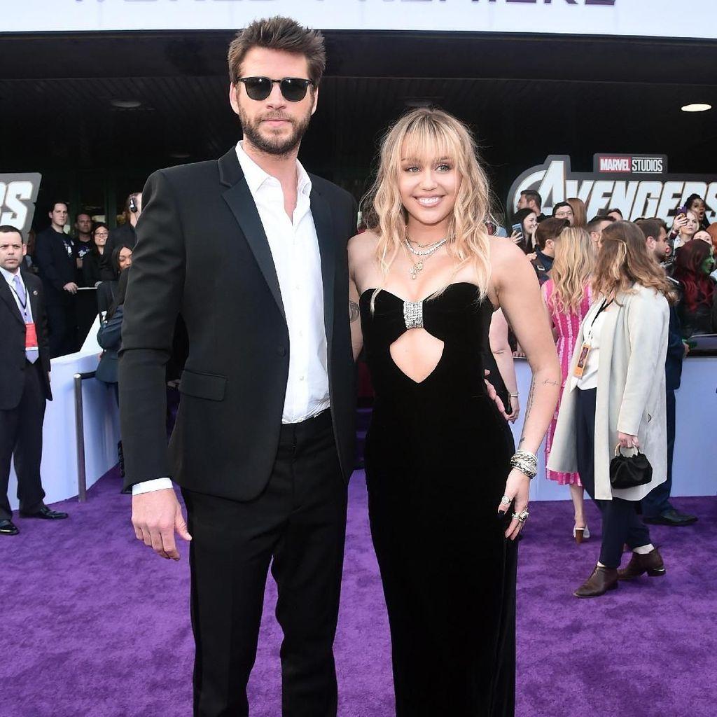 Wajah Bahagia Miley Cyrus dan Liam Hemsworth di Red Carpet Endgame
