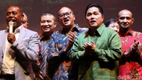Erick Tohir diketahui menjadi Ketua TKN Jokowi-Maruf sementara Erwin Aksa berada di kubu Prabowo-Sandi.