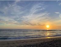 Perlu traveler ketahui nih, Santa Monica Beach terbentang sepanjang 5,6 Km. Dan pantai iini terbagi menjadi dua yaitu bagian utara dan selatan. (jennierubyjane/Instagram)