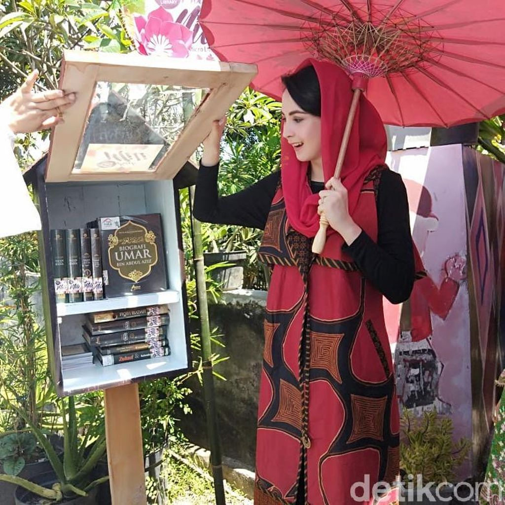 Arumi dan Olga Lydia Terkesan dengan Kampung Literasi Sidoarjo