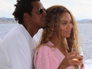 Keseruan Beyonce dan Jay Z Saat Liburan dan Kulineran Bersama