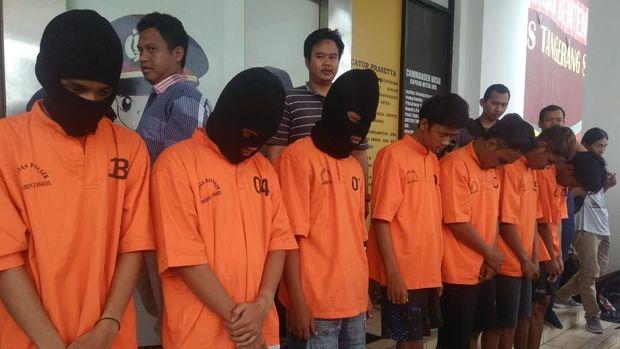 Total 7 dari 14 orang sudah berhasil ditangkap polisi.