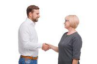 Ilustrasi pasangan nenek dan pria muda