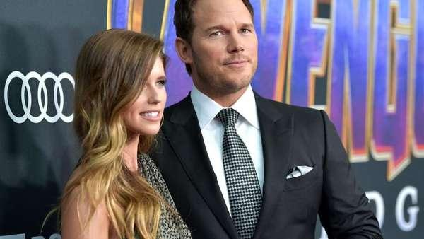 Akhirnya Chris Pratt Pamer Kemesraan Bareng Calon Istri