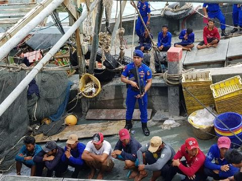 Foto: Polri berhasil menangkap dua kapal asing asal Vietnam di Natuna, Batam (Agus Siswanto Siagian/detikcom).