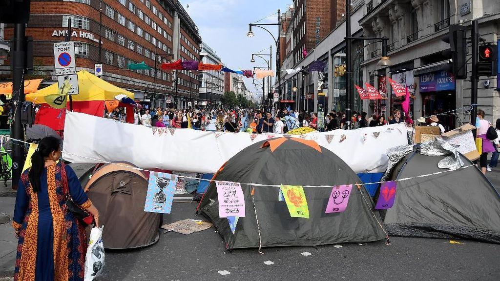 Demo Isu Lingkungan Hari Ke-8 di London, 1.000 Orang Lebih Ditangkap
