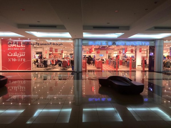 Al Qasr Mall diresmikan pada tahun 2013 dan menjadi salah satu spot berbelanja di ibukota Saudi. (Al Qasr Mall/Facebook)