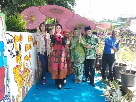 Arumi, Olga dan Cak Nur di Kampung Literasi/