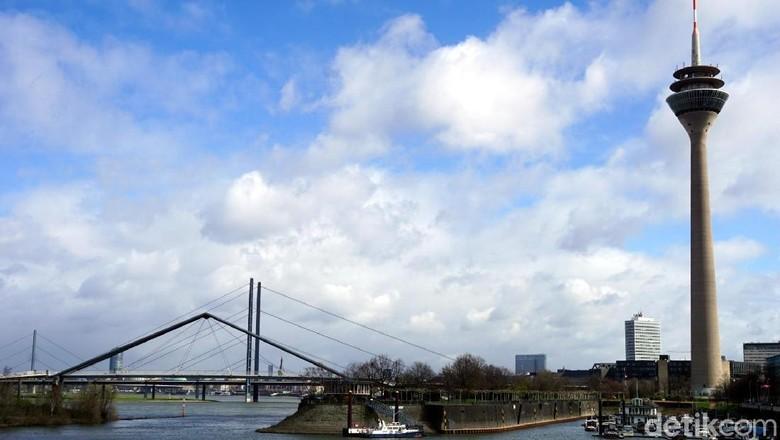 Rheinturm, menara tertinggi di Kota Dusseldorf (Wahyu Setyo/detikcom)