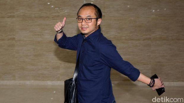 Direktur Eksekutif Charta Politika Indonesia Yunarto Wijaya melaporkan sejumlah akun medsos. Pelaporan itu terkait chat palsu yang mengatasnamakan dirinya.