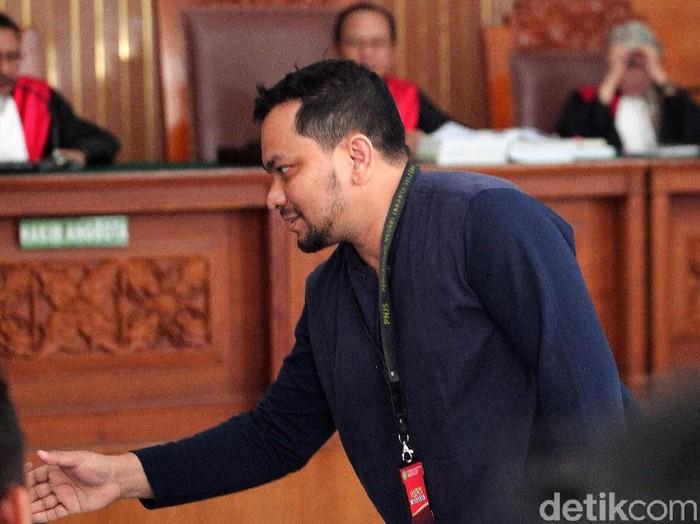 Penyanyi sekaligus dokter bedah plastik, Teuku Adifitrian atau Tompi dihadirkan sebagai saksi sidang lanjutan kasus hoax penganiaan dengan terdakwa Ratna Sarumpaet.