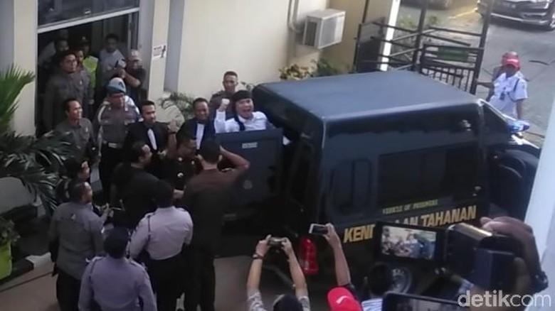 Usai Dituntut 18 Bulan Penjara, Ahmad Dhani Teriak Prabowo Menang