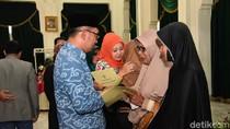 Santunan Rp 2,45 M Bagi 49 Pahlawan Demokrasi di Jabar yang Gugur