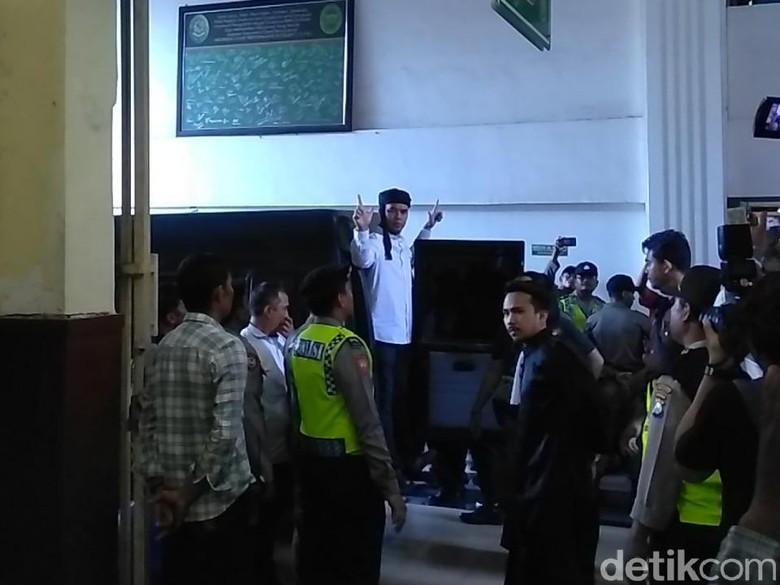 Menuju Ruang Sidang, Dhani: Salam untuk BPN, Rakyat Semesta Menjaga KPU