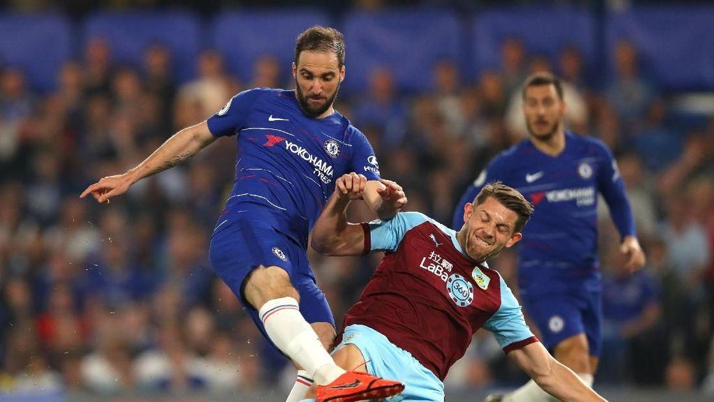Ketika Higuain Banting-Banting Rompi dan Botol di Stamford Bridge
