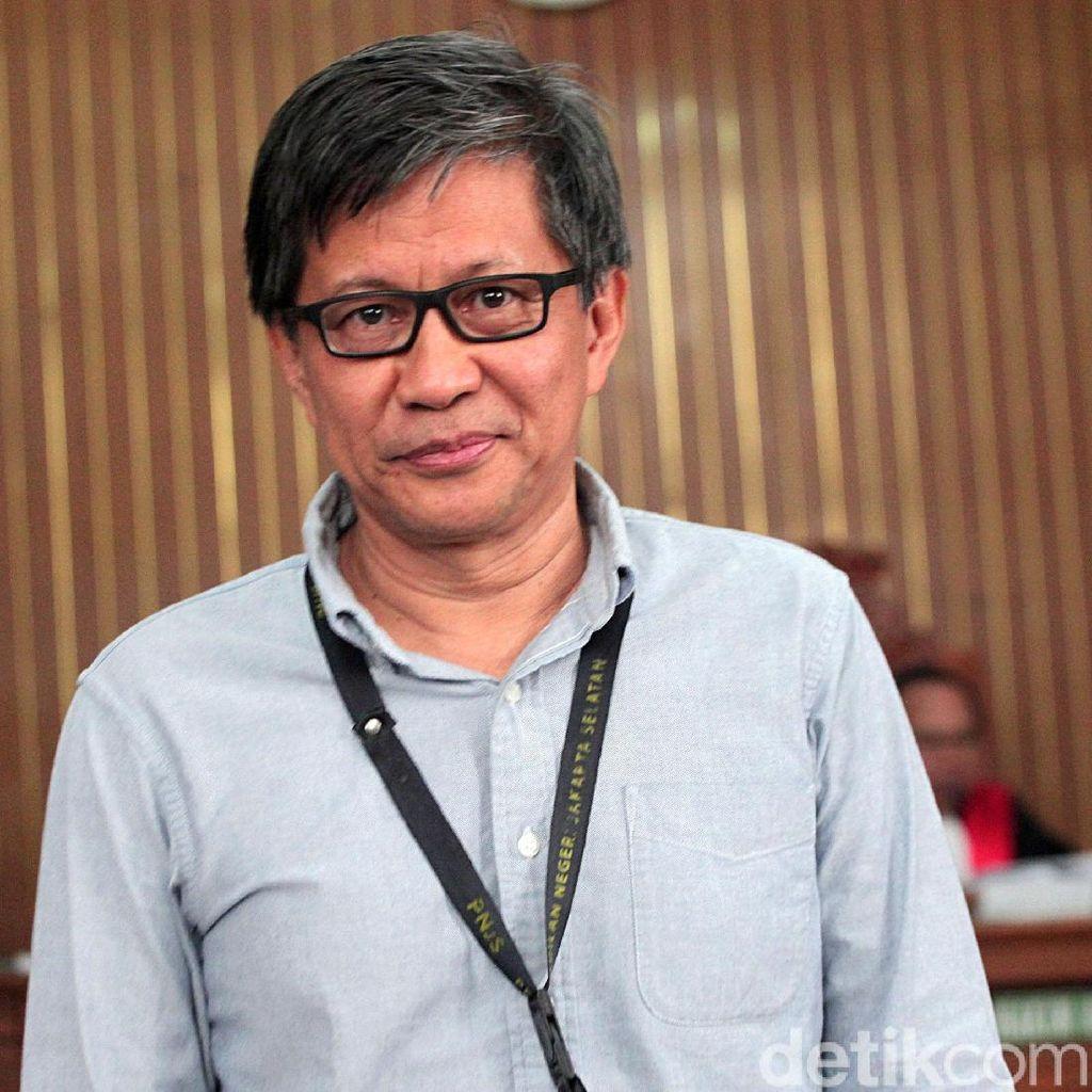 Rocky Gerung: Jokowi Pimpin Pelemahan KPK Melalui DPR